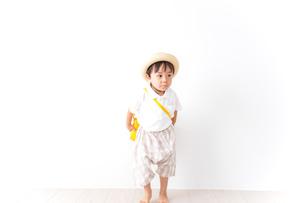 幼稚園に行く子供の写真素材 [FYI04710987]