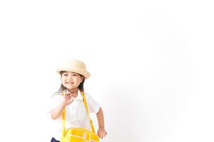 幼稚園に行く子供の写真素材 [FYI04711037]