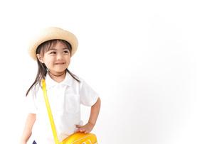 幼稚園に行く子供の写真素材 [FYI04711039]