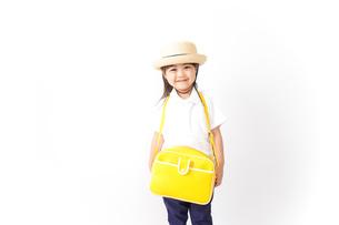 幼稚園に行く子供の写真素材 [FYI04711040]