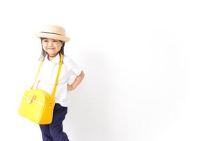 幼稚園に行く子供の写真素材 [FYI04711045]