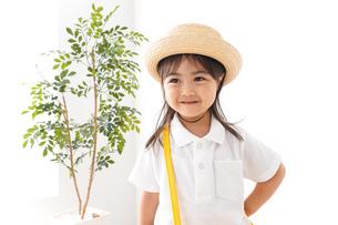 幼稚園に行く子供の写真素材 [FYI04711047]