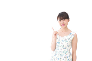 Young woman pointingの写真素材 [FYI04711242]