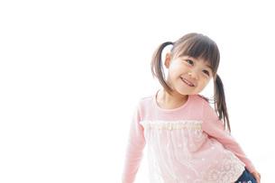一人遊びする子供の写真素材 [FYI04711290]