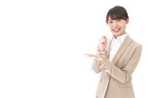 ひらめくビジネスマン・ビジネスアイデアの写真素材 [FYI04711471]