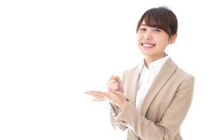 ひらめくビジネスマン・ビジネスアイデアの写真素材 [FYI04711472]