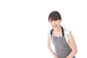おじぎをするカフェの店員・おもてなしの写真素材 [FYI04711536]