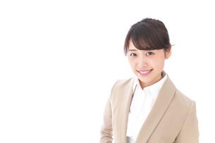 笑顔のビジネスウーマン・おもてなしの写真素材 [FYI04711588]