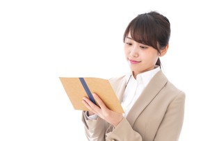 取材をする女性記者の写真素材 [FYI04711677]