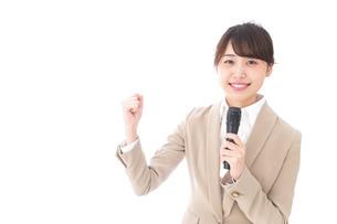 選挙演説をする女性の写真素材 [FYI04711690]