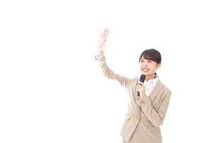 選挙演説をする女性の写真素材 [FYI04711703]