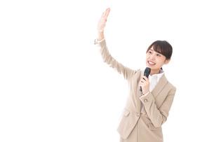 選挙演説をする女性の写真素材 [FYI04711704]