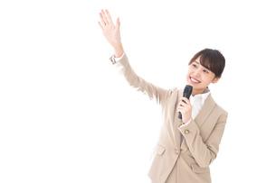 選挙演説をする女性の写真素材 [FYI04711705]