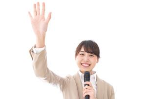 選挙演説をする女性の写真素材 [FYI04711708]