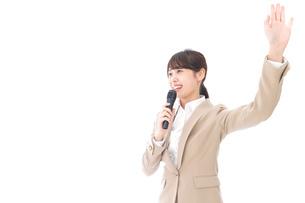 選挙演説をする女性の写真素材 [FYI04711712]