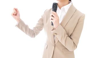 選挙演説をする女性の写真素材 [FYI04711713]