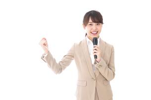 選挙演説をする女性の写真素材 [FYI04711717]