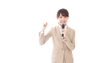 選挙演説をする女性の写真素材 [FYI04711724]