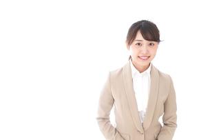 笑顔の若いビジネスウーマンの写真素材 [FYI04711759]