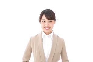 笑顔の若いビジネスウーマンの写真素材 [FYI04711763]