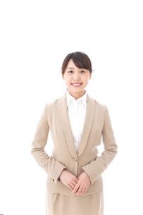 笑顔の若いビジネスウーマンの写真素材 [FYI04711776]