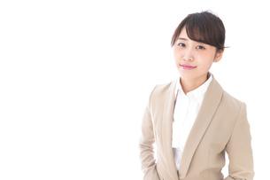 笑顔の若いビジネスウーマンの写真素材 [FYI04711778]