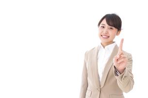 ワンポイントアドバイスをするビジネスウーマンの写真素材 [FYI04711813]