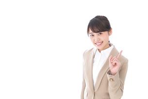 ワンポイントアドバイスをするビジネスウーマンの写真素材 [FYI04711814]