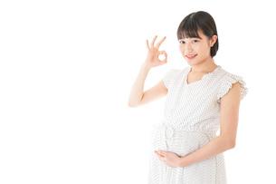 妊娠した若い女性の写真素材 [FYI04711923]
