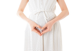 妊娠した若い女性の写真素材 [FYI04711933]