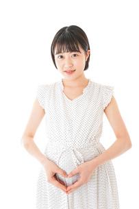 妊娠した若い女性の写真素材 [FYI04711935]