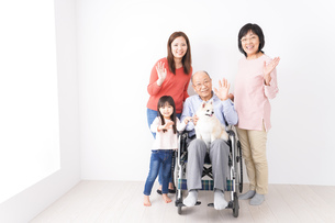 幸せな家族の集合写真の写真素材 [FYI04712969]