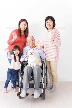 幸せな家族の集合写真の写真素材 [FYI04712974]