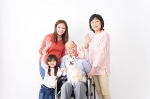 幸せな家族の集合写真の写真素材 [FYI04712976]