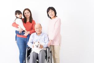 幸せな家族の集合写真の写真素材 [FYI04712981]