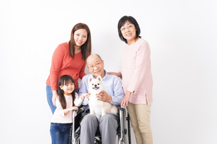 幸せな家族の集合写真の写真素材 [FYI04712983]