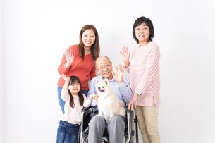 幸せな家族の集合写真の写真素材 [FYI04712984]