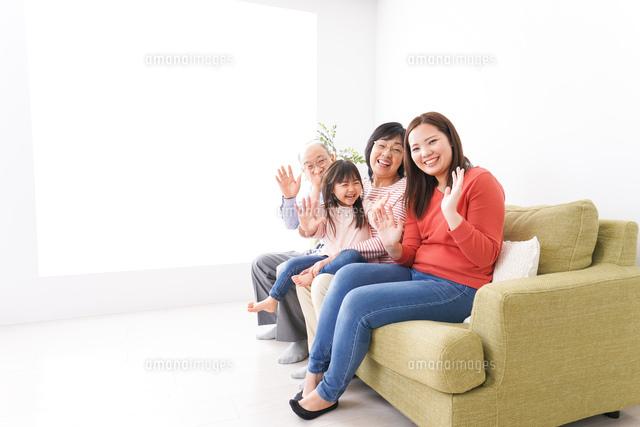幸せな家族の集合写真の写真素材 [FYI04713064]