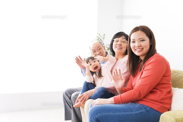 幸せな家族の集合写真の写真素材 [FYI04713071]