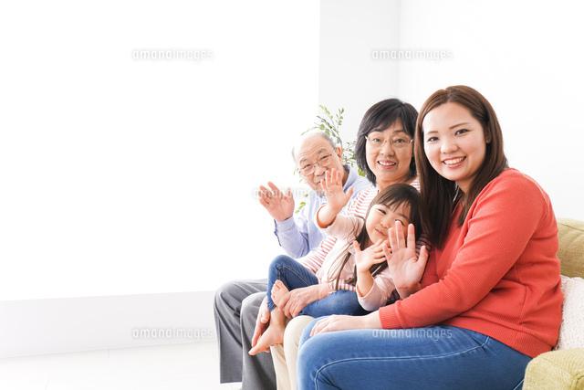 幸せな家族の集合写真の写真素材 [FYI04713077]