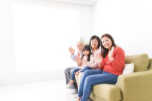 幸せな家族の集合写真の写真素材 [FYI04713081]