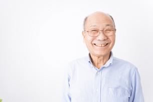 笑顔のおじいさんの写真素材 [FYI04713098]