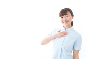 信頼できる若い看護師の写真素材 [FYI04713126]