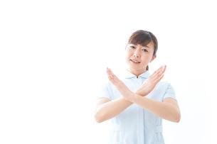 NOを示す若い看護師の写真素材 [FYI04713156]