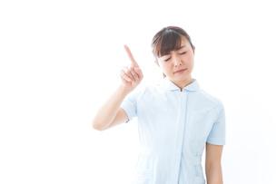 NOを示す若い看護師の写真素材 [FYI04713180]