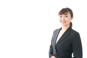 笑顔の若いビジネスウーマンの写真素材 [FYI04713430]