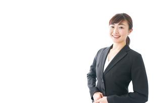 笑顔の若いビジネスウーマンの写真素材 [FYI04713431]