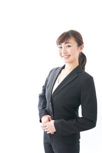 笑顔の若いビジネスウーマンの写真素材 [FYI04713436]