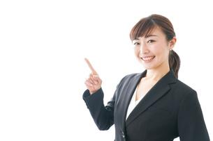 笑顔の若いビジネスウーマンの写真素材 [FYI04713442]