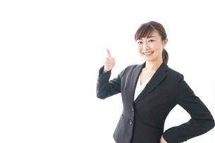 笑顔の若いビジネスウーマンの写真素材 [FYI04713443]